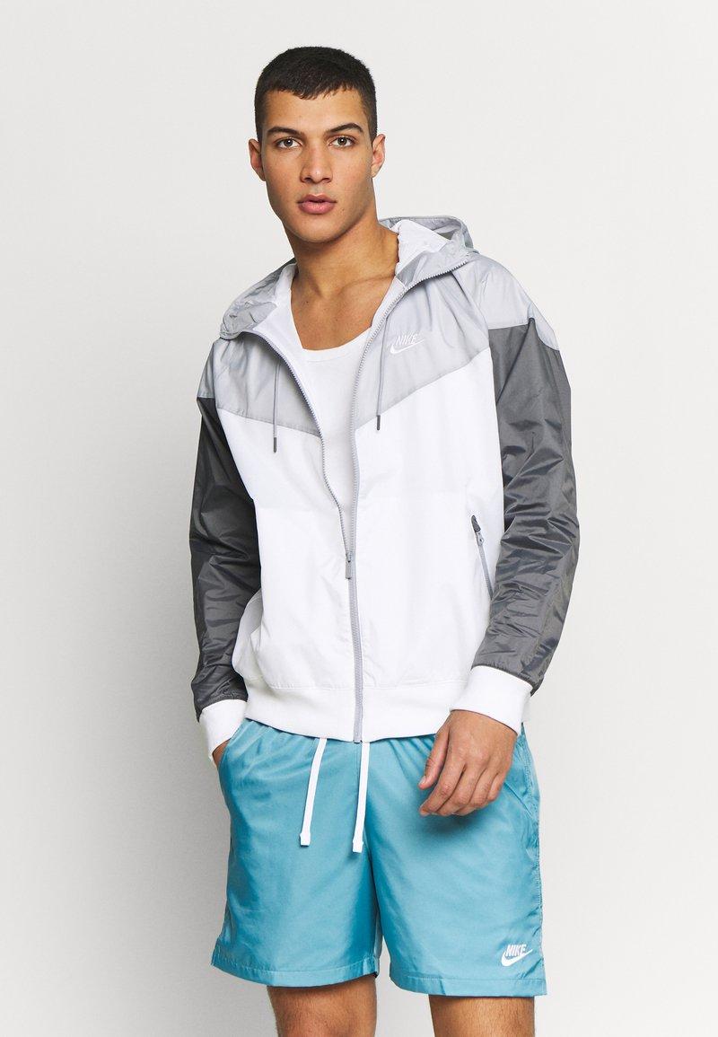 Nike Sportswear - Windbreaker - white/wolf grey/dark grey
