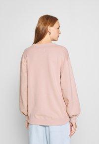 Abercrombie & Fitch - ITALICS SEAMED LOGO CREW - Sweatshirt - pink - 2