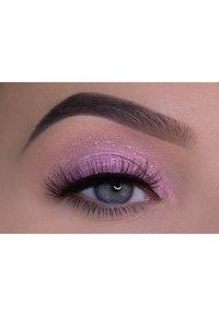 the Balm - LID-QUID - Eye shadow - lavender - 2