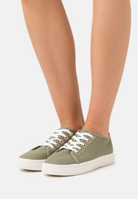 Rubi Shoes by Cotton On - CHELSEA CREEPER PLIMSOLL - Sneakers laag - khaki - 0