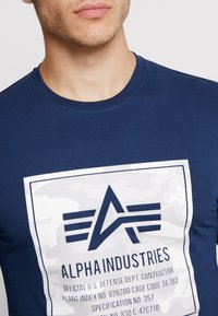 Alpha Industries - CAMO BLOCK  - T-shirt à manches longues - new navy - 5
