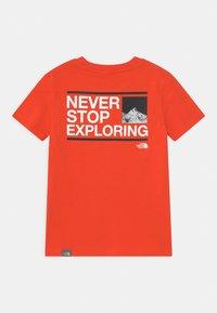 The North Face - EXPLORE UNISEX - Print T-shirt - flare/white/black - 1