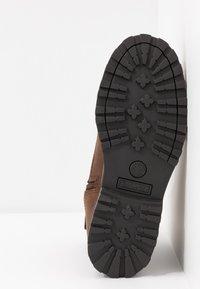 Timberland - COURMA KID WARM LINED BOOT - Korte laarzen - dark brown - 5