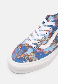 Vans - UA OLD SKOOL TAPERED - Trainers - liberty fabrics - 9