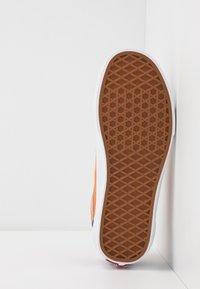 Vans - OLD SKOOL UNISEX - Sneakers - royal blue/apricot buff - 4