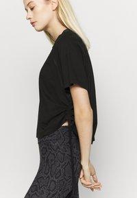 Puma - PAMELA REIF X PUMA BOXY TEE - T-Shirt print - black - 5