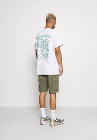 Vintage Supply - PARKS OF LONDON GRAPHIC TEE - T-shirt imprimé - white - 2