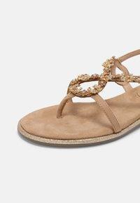Menbur - Sandály s odděleným palcem - sand - 7