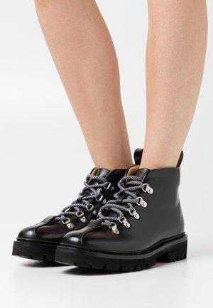 BRIDGET - Korte laarzen - black