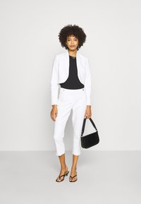 comma - BOLERO - Blazer - white - 1