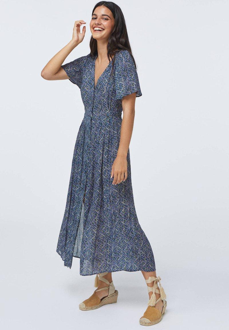 OYSHO - LONG LILAC FLORAL - Korte jurk - dark blue