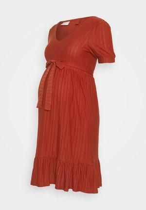 MLKADI SHORT DRESS - Žerzejové šaty - bossa nova