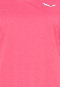 Salewa - ALPINE - T-shirts basic - camellia rose - 2