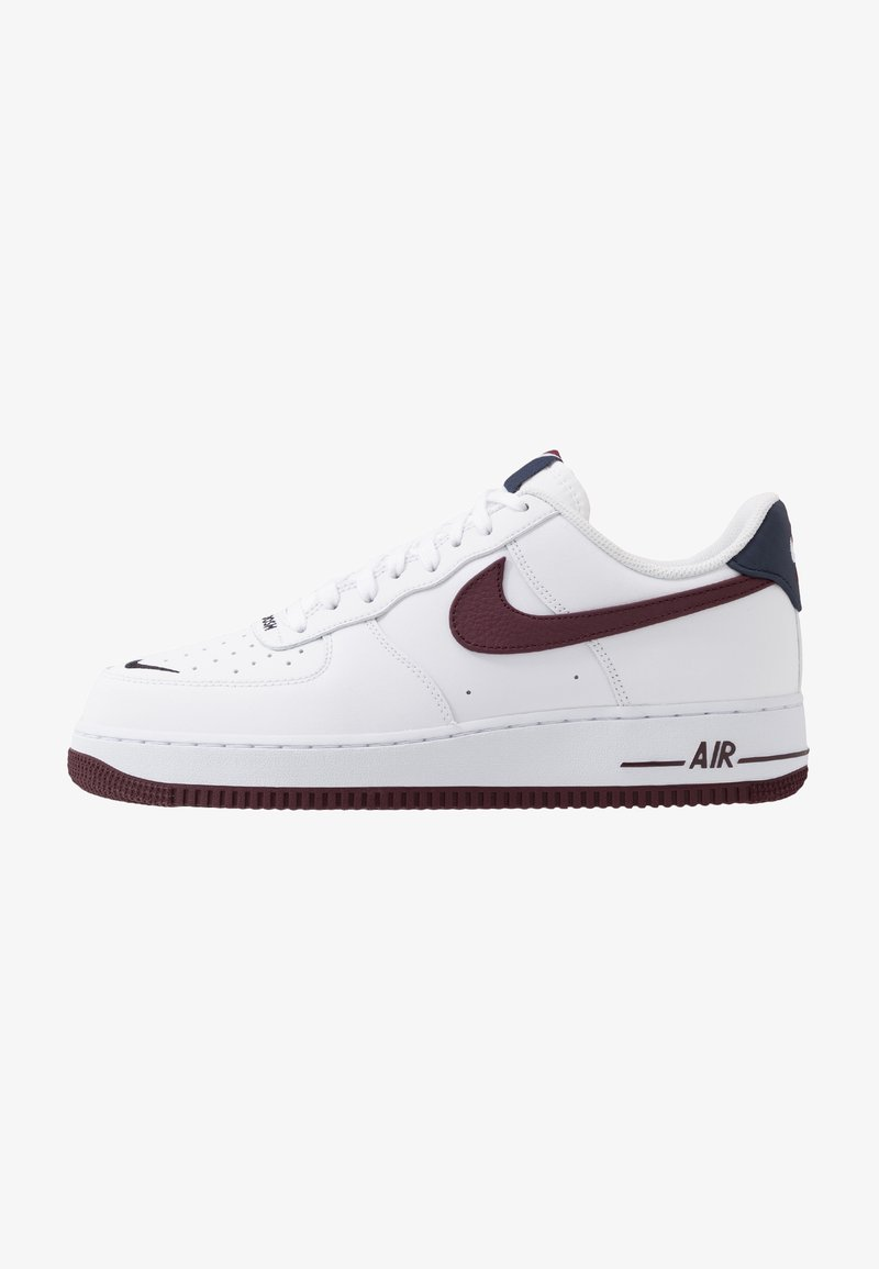 Nike Sportswear - AIR FORCE 1 07 LV8 - Sneakersy niskie - white/night maroon/obsidian