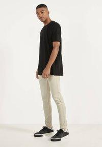 Bershka - Jeans Skinny Fit - beige - 1