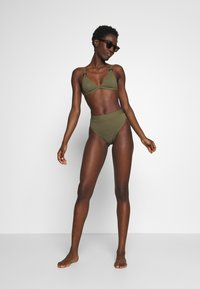 NA-KD - STRUCTURED HIGH WAISTED BOTTOM - Bikinibroekje - burnt olive - 1