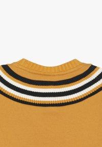 Champion - ROCHESTER VARSITY CREWNECK  - Sweatshirt - yellow - 3