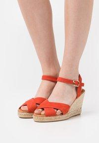 Minelli - Korkeakorkoiset sandaalit - coquelicot - 0