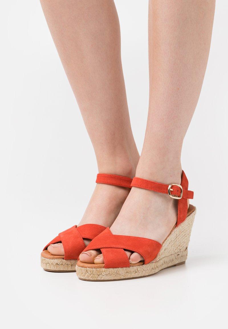 Minelli - Korkeakorkoiset sandaalit - coquelicot