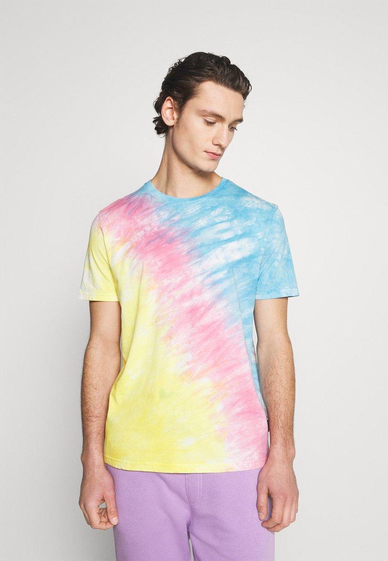 YOURTURN - UNISEX SET - Print T-shirt - multi coloured