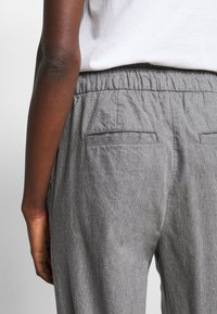 Gap Tall - WARM JOGGER DRAWSTRING - Tracksuit bottoms - grey heather - 4