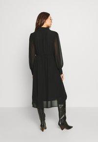 NA-KD - MIDI DRESS - Denní šaty - black - 2