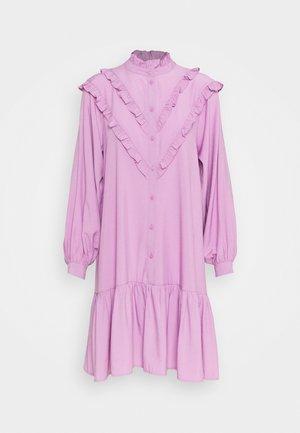 COURTNEY DRESS - Paitamekko - violet
