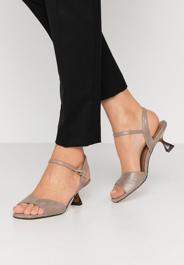 Sandaalit nilkkaremmillä - minikarunga taupe