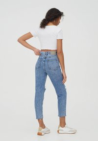 PULL&BEAR - MOM - Relaxed fit jeans - light blue - 2
