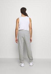 Champion - MLB NEW YORK YANKEES CUFF PANTS - Club wear - grey melange - 2