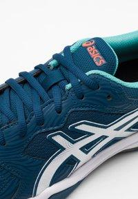 ASICS - GEL-DEDICATE 6 INDOOR - Tenisové boty na umělý trávník - mako blue/white - 5