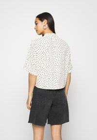 Monki - TANI BLOUSE - Skjorte - white - 2