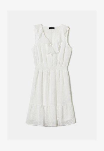 MIT RÜSCHEN - Korte jurk - white