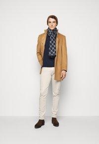 Michael Kors - PARKER - Slim fit jeans - beige - 1