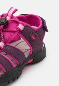 LICO - NIMBO - Chodecké sandály - bordeaux/pink - 5