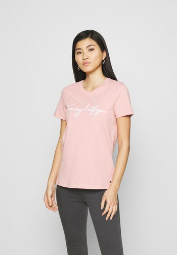 CREW NECK GRAPHIC TEE - T-shirts med print - soothing pink