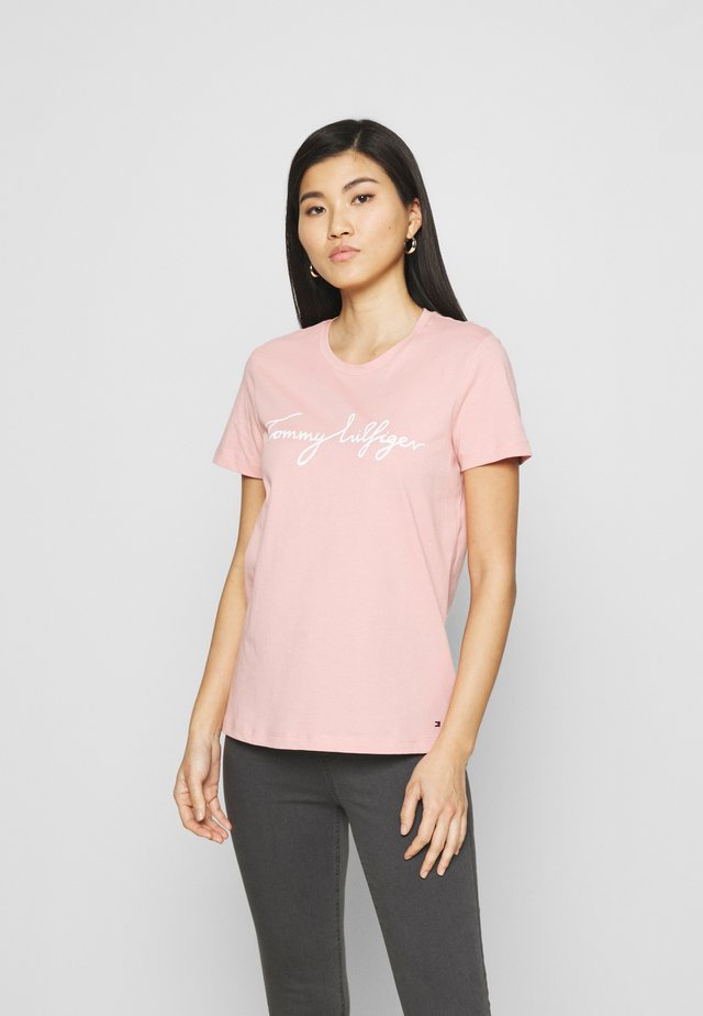 CREW NECK GRAPHIC TEE - Print T-shirt - soothing pink