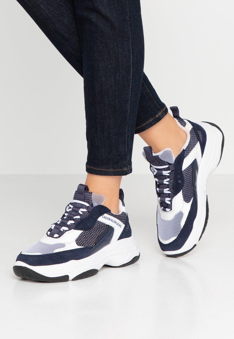 Calvin Klein Jeans - MAYA - Sneakers laag - white/navy