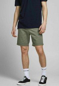 Jack & Jones - 2 PACK - Shorts - dusty olive - 1