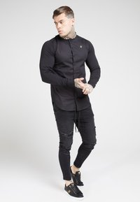 SIKSILK - LONG SLEEVE TAPE COLLAR - Camicia - black/gold - 1