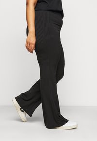 New Look Curves - FLARE LEGGING - Trousers - black - 3