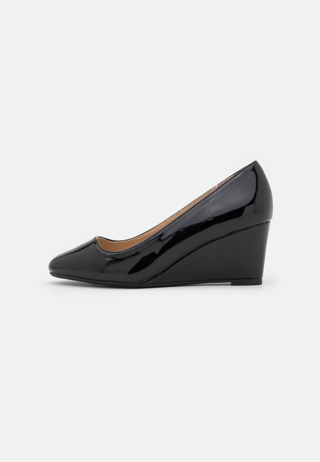 WIDE COMFORT DREAMERS WEDGE COURT - Zeppe - black