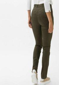 BRAX - STYLE LAVINA ZIP - Trousers - olive - 1