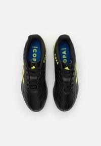 adidas Performance - COPA SENSE.4 TF UNISEX - Kopačky na umělý trávník - core black/solar yellow - 3