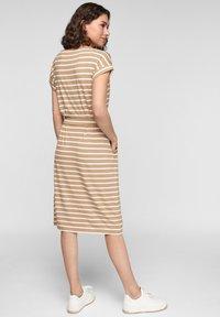 s.Oliver - ROBE  - Robe d'été - desert sand stripes - 2