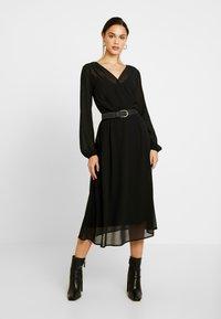 Vero Moda - VMGROA WRAP DRESS - Robe d'été - black - 2
