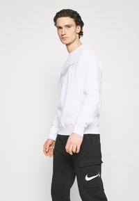 Nike Sportswear - COURT CREW - Sweatshirt - white - 3