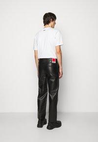 032c - WORK PANT - Kožené kalhoty - black - 2