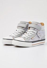 British Knights - Sneakers hoog - lt grey/cognac - 2