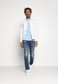 Replay - GROVER - Straight leg jeans - medium blue - 1